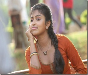 amala paul new beautiful pic thumb 2