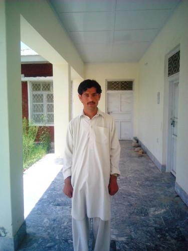 Шахид Африди Обои containing a well dressed person and a банный халат, халат titled asim tanha