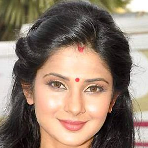 Saraswatichandra (TV series) karatasi la kupamba ukuta with a portrait called homewrecker Jennifer Winget