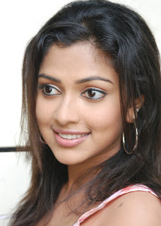 sideview amala paul 1