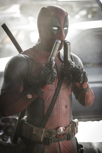 Deadpool (2016) fondo de pantalla containing a fusilero, rifleman and a green boina titled 'Deadpool' (2016) Promotional foto