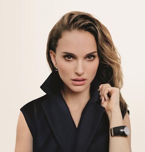 Natalie Portman wallpaper probably containing a portrait titled  Diorskin Forever (2016)