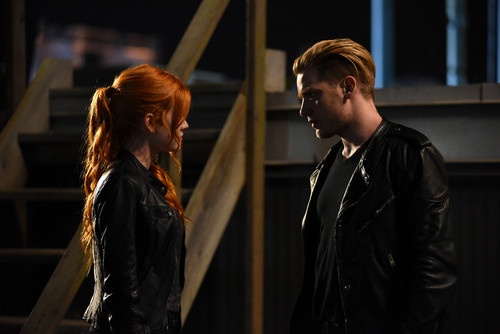 Shadowhunters TV Zeigen Hintergrund with a business suit entitled 1×03 'Dead Man's Party' Promotional Stills