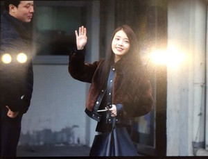 151231 IU Arriving 'CHAT-SHIRE' Encore konsiyerto