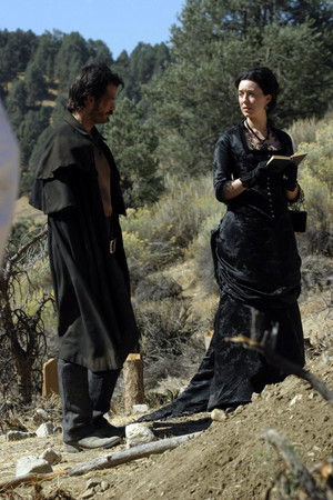 1x07 - Bullock Returns to the Camp - Seth Bullock and Alma Garret