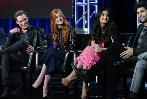 Shadowhunters TV ipakita wolpeyper with a business suit, a well dressed person, and a hip boot entitled 2016 Winter TCA Tour - araw 5
