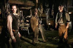 3x05 - A Two-Headed Beast - Seth Bullock, Samuel Fields and Hostetler