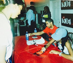 Aaliyah 'Red Album' signing, 2001 ♥