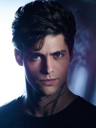 Shadowhunters TV Zeigen Hintergrund probably containing a jersey and a portrait entitled Alec Lightwood