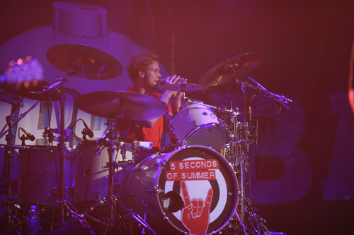 Ashton Irwin wallpaper with a drummer entitled B96 Jingle Bash