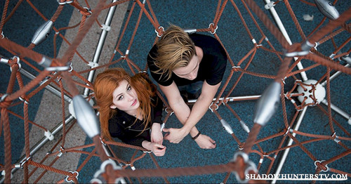 Shadowhunters TV Zeigen Hintergrund containing a chainlink fence entitled Clace