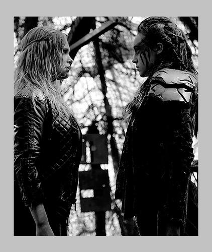 100 (Сотня) сериал Обои titled Clarke and Lexa
