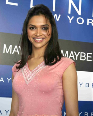 Deepika Padukone at 색깔 of Maybelline