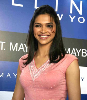 Deepika Padukone at màu sắc of Maybelline
