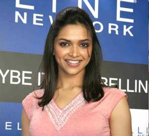 Deepika Padukone at màu sắc of Maybelline