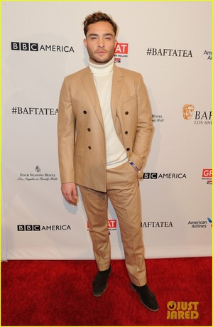 Ed Westwick Step Out For BAFTA's Los Angeles Awards Season tè
