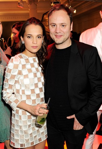 Alicia Vikander দেওয়ালপত্র possibly with a well dressed person and a business suit called Elle Style Awards - After Party