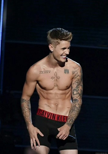 Justin Bieber wallpaper possibly with a six pack entitled Justin Bieber