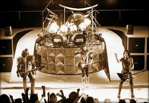 চুম্বন (NYC) July 25, 1980 (Unmasked Tour/the Paladium)