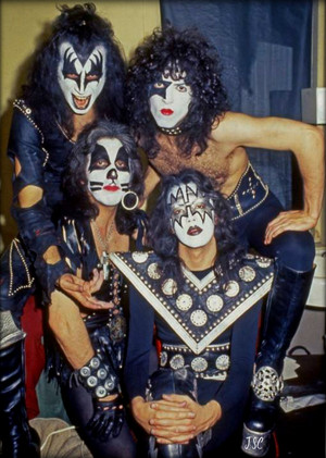 KISS (NYC) March 21, 1975 (Beacon Theater-Dressed To Kill tour)