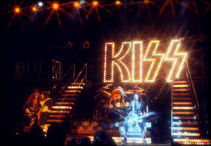 吻乐队(Kiss) ~Phoenix, Arizona…August 22, 1977