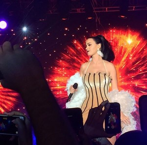 Katy Performing at a Private New Years Eve mostrar