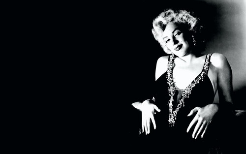 Marilyn Monroe achtergrond containing a concert titled Marilyn <3