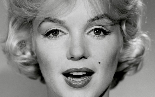 Marilyn Monroe wallpaper containing a portrait called Marilyn <3