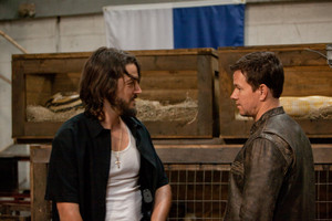 Mark Wahlberg as Chris Farraday in Contraband