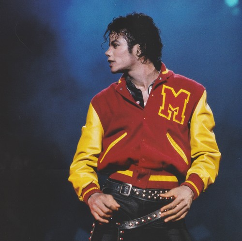 Michael Jackson karatasi la kupamba ukuta probably with a tamasha called Michael Jackson - HQ Scan - Michael Performing Thriller on the Bad Tour