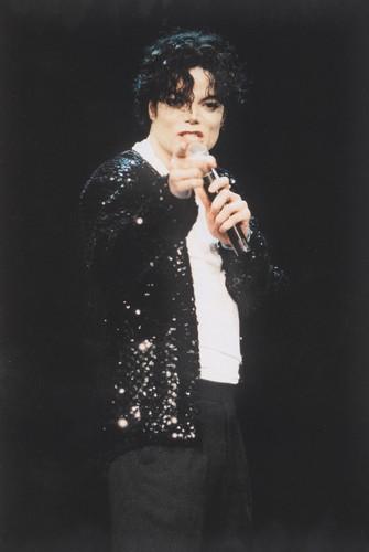 michael jackson wallpaper titled Michael Jackson - HQ Scan - The 12th Annual mtv Video música Awards (1995)