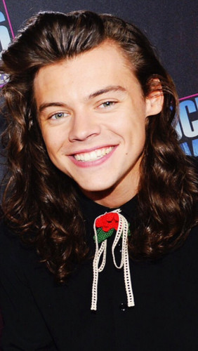 Harry Styles karatasi la kupamba ukuta probably with a kofia called New Year's Rockin' Eve 2016