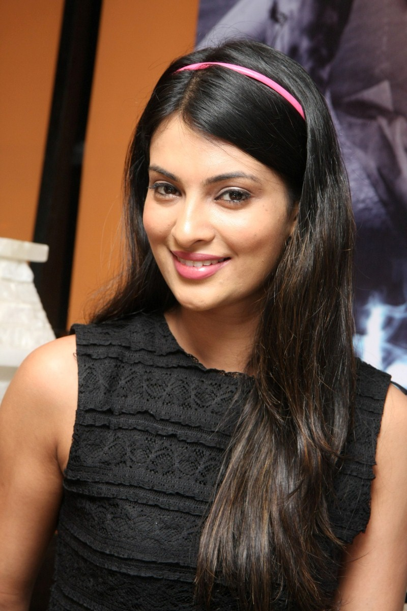 Communication on this topic: Enrica Soma, sayali-bhagat/