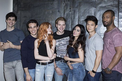 Shadowhunters TV tunjuk kertas dinding called Shadowhunters Cast