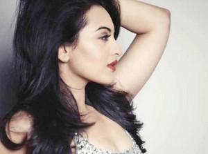 Sonakshi Sinha ~ the utterly stunning beauty