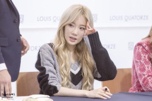Taeyeon - Fansign Event