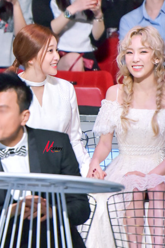 taeyeon (snsd) wallpaper possibly with a bridesmaid and a business suit entitled Taeyeon @ MAMA 2015