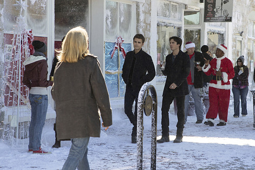 Teen テレビ shows 壁紙 containing a 通り, ストリート titled The Vampire Diaries 7x09 ''Cold as Ice''