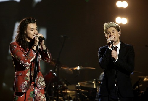 Harry Styles achtergrond with a concert entitled The X Factor Final 2015
