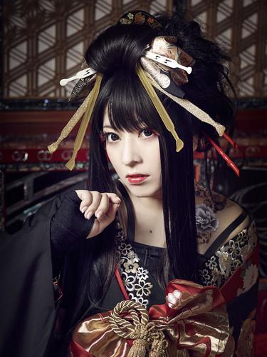 Wagakki Band achtergrond entitled Yuko Suzuhana
