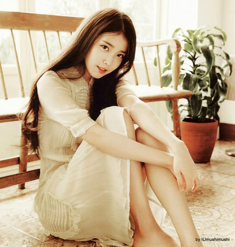 IU karatasi la kupamba ukuta possibly with a bouquet, a bridesmaid, and a cocktail dress entitled [HQ] 2016 IU Calendar Scans kwa IUmushimushi