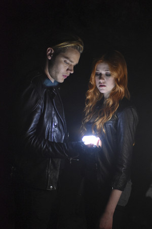 'Shadowhunters' 1x02 The Descent Into Hell Is Easy (stills)