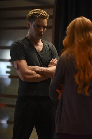 'Shadowhunters' 1x04 Raising Hell (stills)