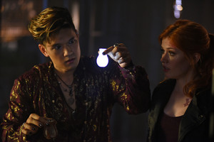 'Shadowhunters' 1x06 Of Men and 天使 (stills)