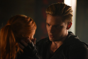 'Shadowhunters' 1x06 Of Men and Ангелы (stills)