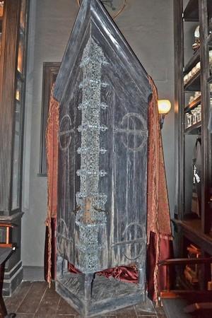 The vanishing cabinet inside Borgin and Burkes