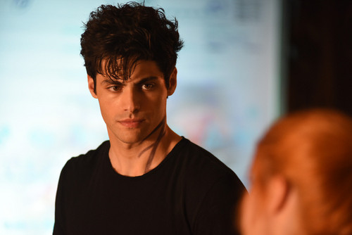 Shadowhunters TV ipakita wolpeyper possibly with a jersey and a portrait titled 1×05: 'Moo Shu To Go'