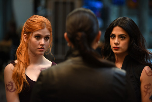Shadowhunters TV ipakita wolpeyper with a portrait entitled 1×05: 'Moo Shu To Go'