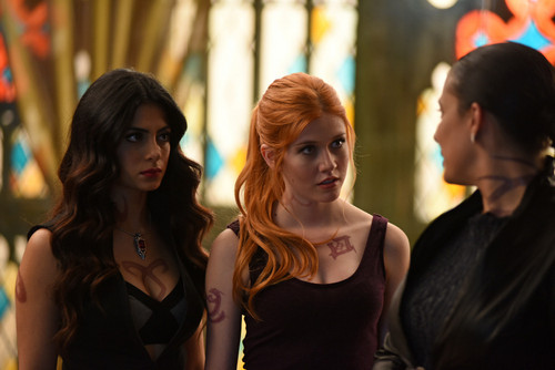 Shadowhunters TV Zeigen Hintergrund probably with a portrait titled 1×05: 'Moo Shu To Go'