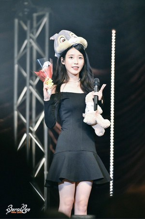 160123 IU at 'A Happy IU год 2016' Фан Meeting in Tokyo